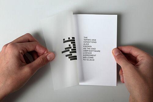 Seniman Ini Membuat Pamflet Untuk Menyindir Pengguna Internet Dan Aplikasi 1