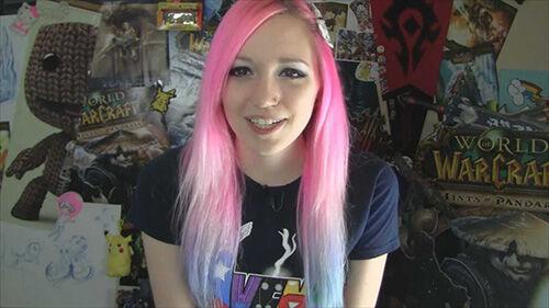 gamer cantik 10