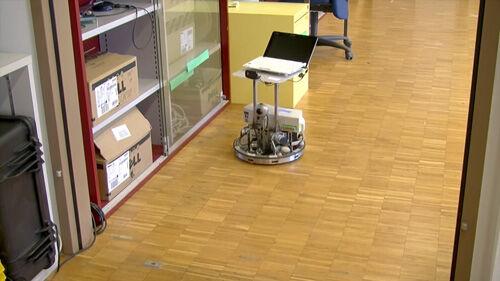 Orang Ini Dapat Mengendalikan Robot Melalui Pikiran 2