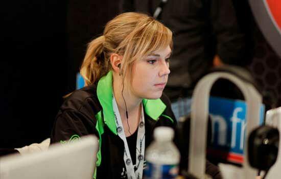 Gamer Wanita Dengan Penghasilan Ratusan Juta Stephanie Harvey
