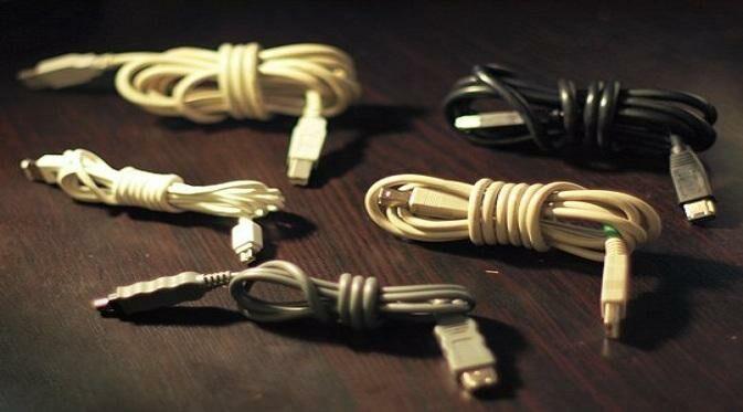 Tips Menggulung Kabel Charger Smartphone dengan Benar