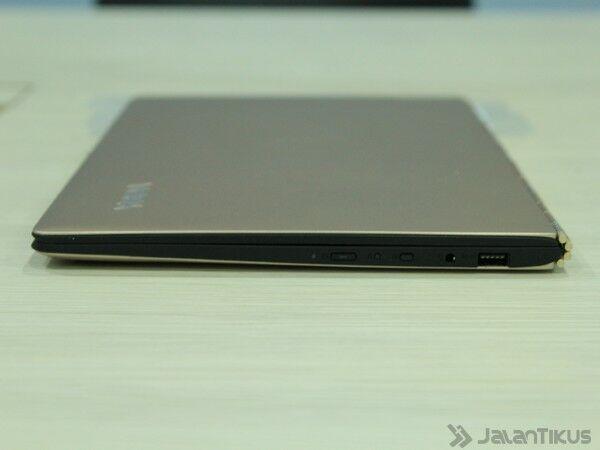 048 Review Lenovo Yoga 900
