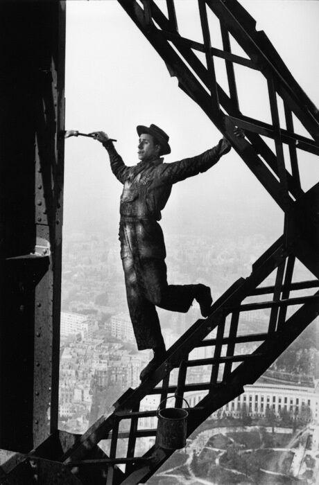 Tukang cat di Menara Eiffel