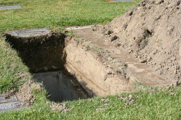 dikubur hidup hidup
