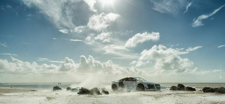 Audi R8 Difoto Dengan Mobil Mainan 4