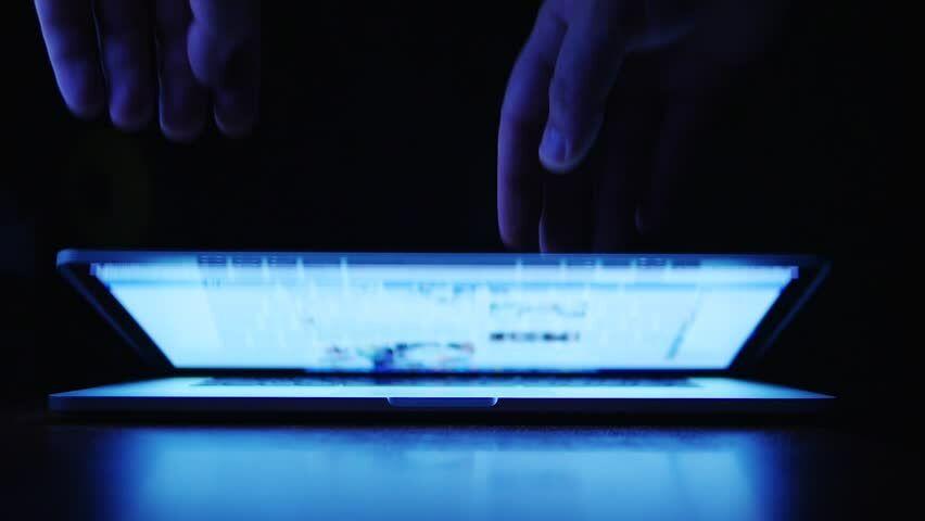 Menutup Laptop Dalam Keadaan Hidup