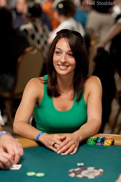 Wanita Cantik Pemain Poker 4