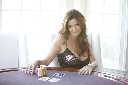 Wanita Cantik Pemain Poker 5