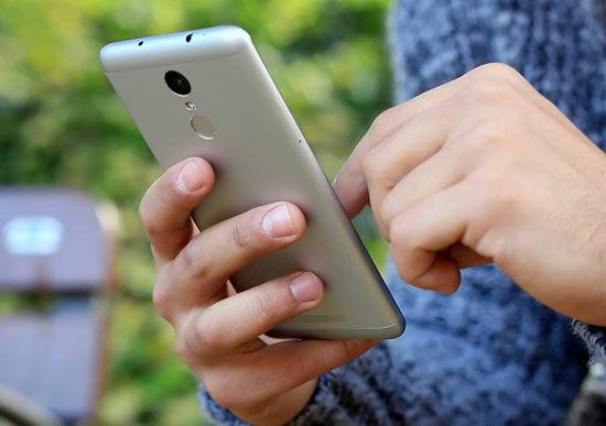 Smartphone Android Baterai Besar 3