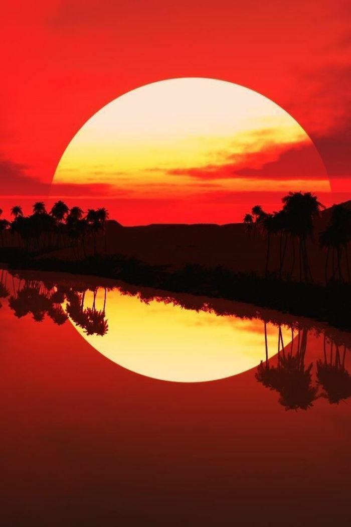 Refleksi Membuat Matahari Terbenam Bulat Sempurna