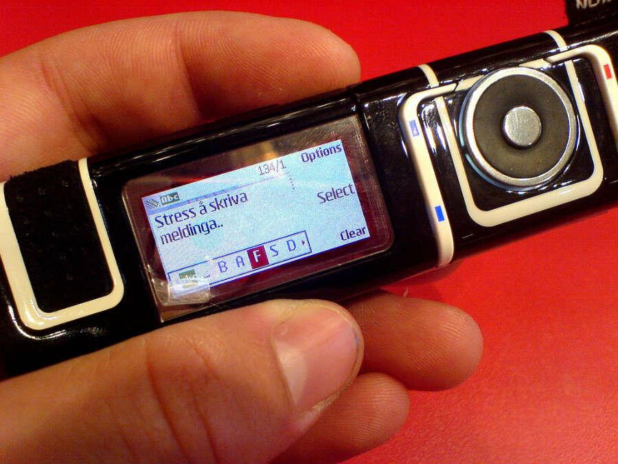 Ponsel Unik Nokia 8