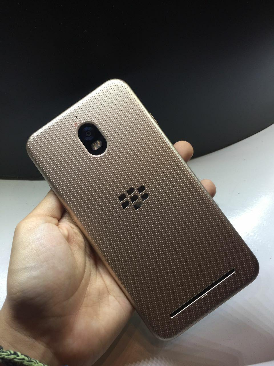 Kelebihan Blackberry Aurora 7