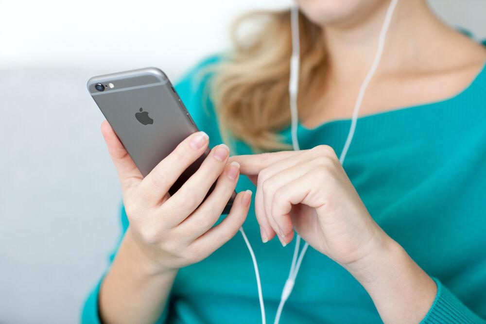 Gunakan Headphone Untuk Mengambil Foto Selfie