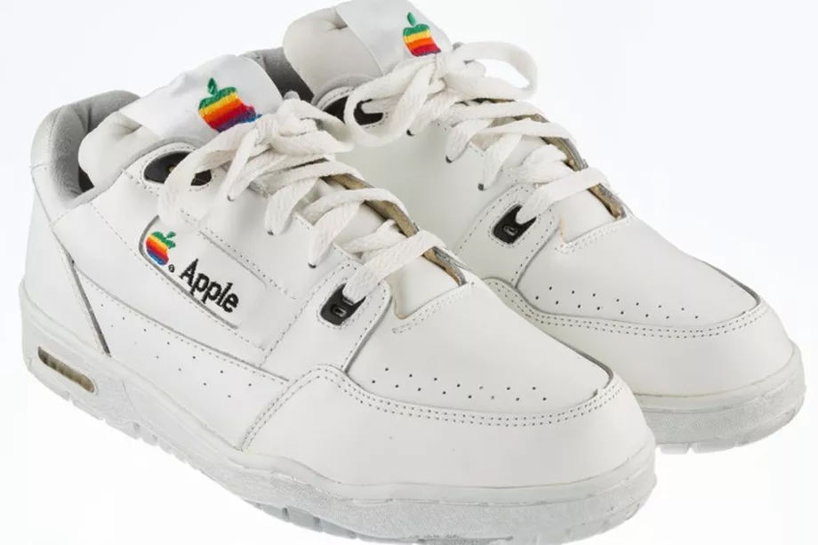 Sepatu Apple 1