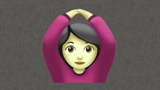 Emoji wanita berbaju pink yang melingkarkan tangan diatas kepala