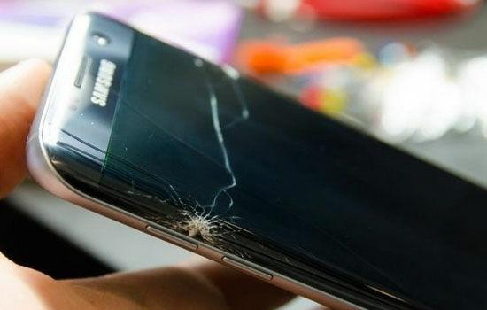 Jangan Beli Smartphone Bezel-less, Ini 5 Fungsi Bezel di Smartphone! Jangan Beli Smartphone Bezel-less Ini 5 Fungsi Bezel di Smartphone!