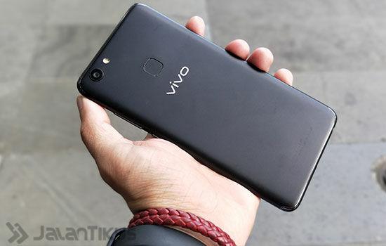 Review Vivo V7 Plus 3