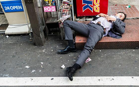 Pekerja Tertidur di Jalanan