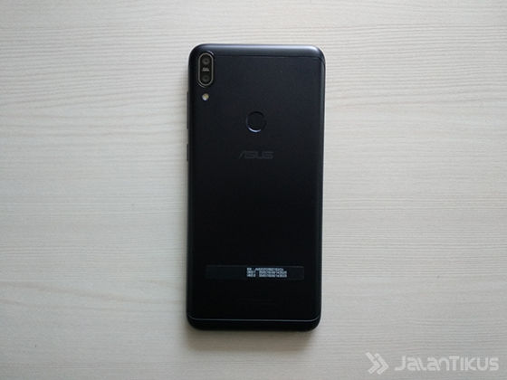 Asus Zenfone Max Pro M1 Tampak Belakang 03f10