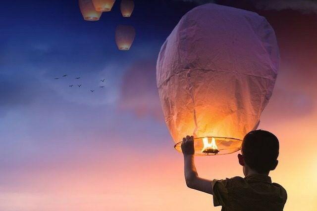Sky Lantern 640x427 Picsay 76e10