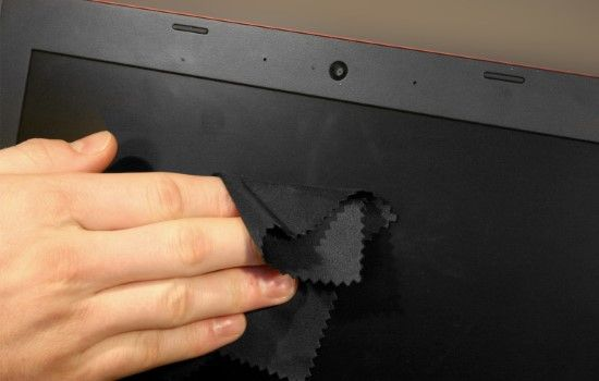 Cara Membersihkan Layar Laptop 4 D4063