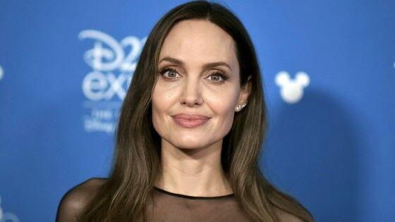 Angelina Jolie 9b8d5