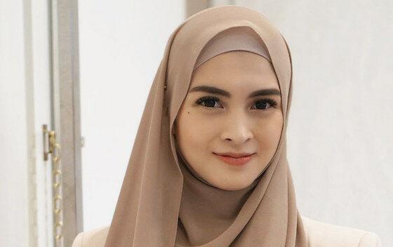 Donita Artis Indonesia Yang Punya Indra Keenam C35df