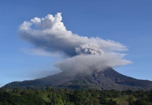 Wisata Paling Berbahaya Gunung Sinabung Indonesia 51bc6