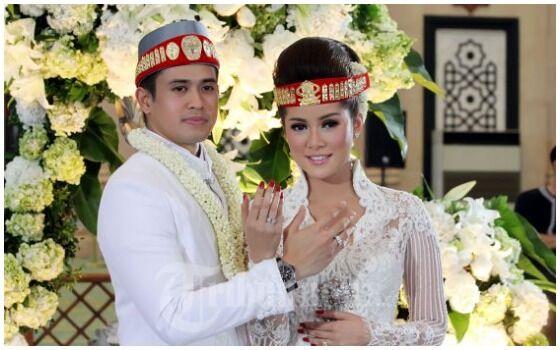 Pernikahan Artis Indonesia Yang Disiarkan Di TV Olla Ramlan Dan Aufar 56dc1