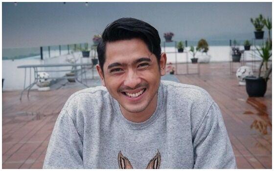 Artis Indonesia Yang Suka Naik Angkutan Umum Arya Saloka F11ee