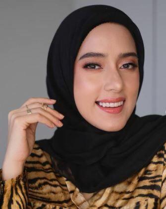 Fairuz A Rafiq 72671