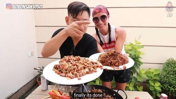 Mukbang Nasi Goreng Plus Makanan Anjing Dan Kucing 2b317