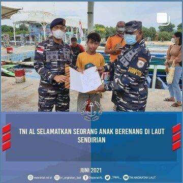 Tni Selamatkan Bocah Mengapung Di Laut 734ea