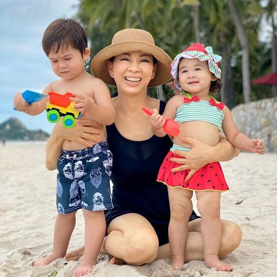 Anne Jakrajutatip Dan Kedua Anaknya F86d8