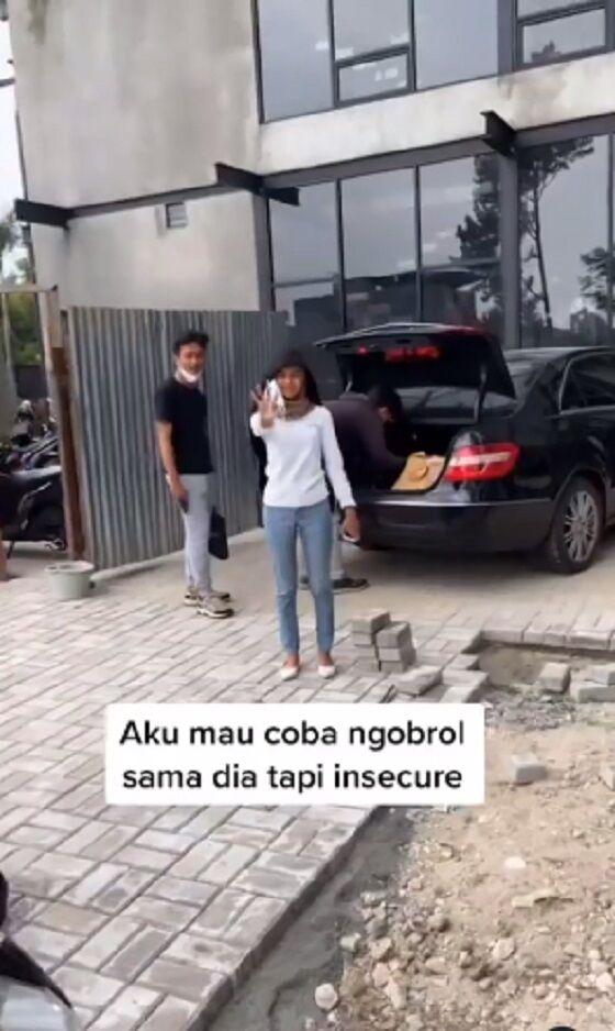 Pegawai Senior Yang Insecure Oleh Anak Magang Fec30