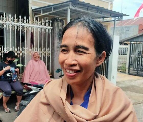 Ani Pina Ibu Rumah Tangga Di Makassar Yang Viral Mirip Presiden Jokowi Ibnu Munsirdetikcom 4 169 80113