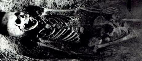 Misteri Penemuan Kerangka Gadis yang Terkubur dengan Burung di Mulut  Belum Terpecahkan Puluhan Tahun