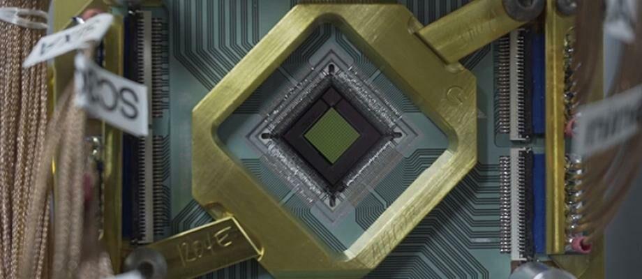 WOW! Komputer Google Quantum Ini Lebih Cepat 100 Juta Kali Dibanding PC Biasa!