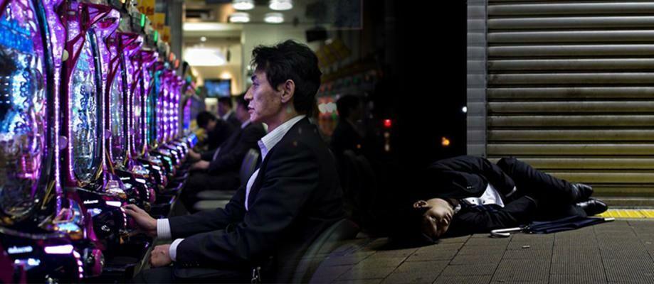 Seperti Robot! 15 Foto Tragis Kehidupan Para Pekerja di Jepang