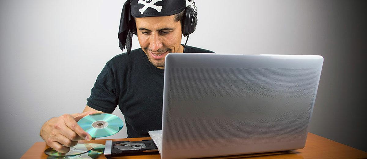 8 Alasan Kenapa Kamu Mendownload Software dan Video Bajakan