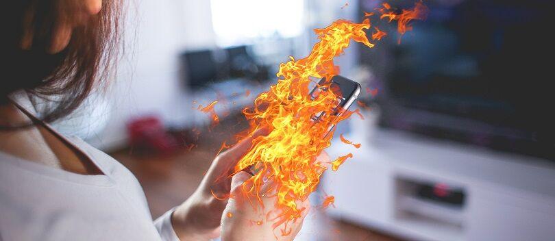 Mengerikan! Lagi-lagi iPhone Sebabkan Penggunanya TEWAS Terbakar!