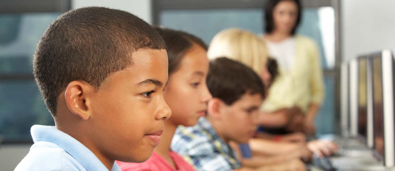 10 Cara Lindungi Anak di Bawah Umur dari Pengaruh Buruk Internet