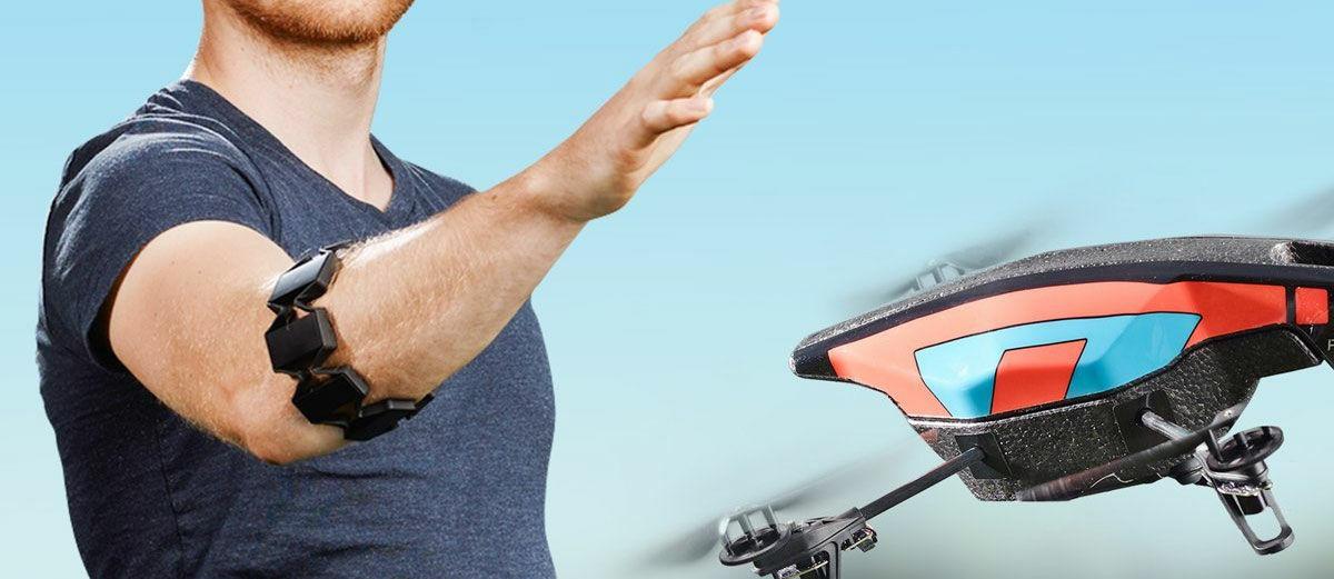 CANGGIH! Alat ini Bisa Kendalikan Drone dan Komputer Dengan Tangan Kosong