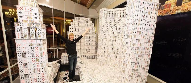 Wow! Ini Dia 4 Rekor Dunia yang Tercipta dengan Kartu Remi