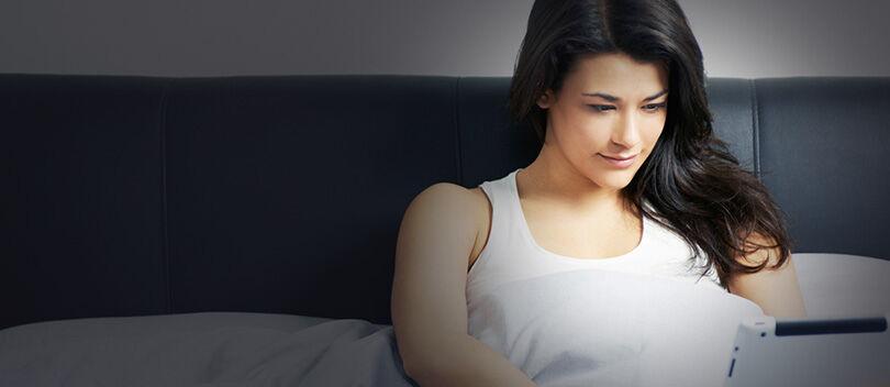 Inilah 5 Dampak Negatif Bagi Tubuh Kamu Jika Main HP Sebelum Tidur