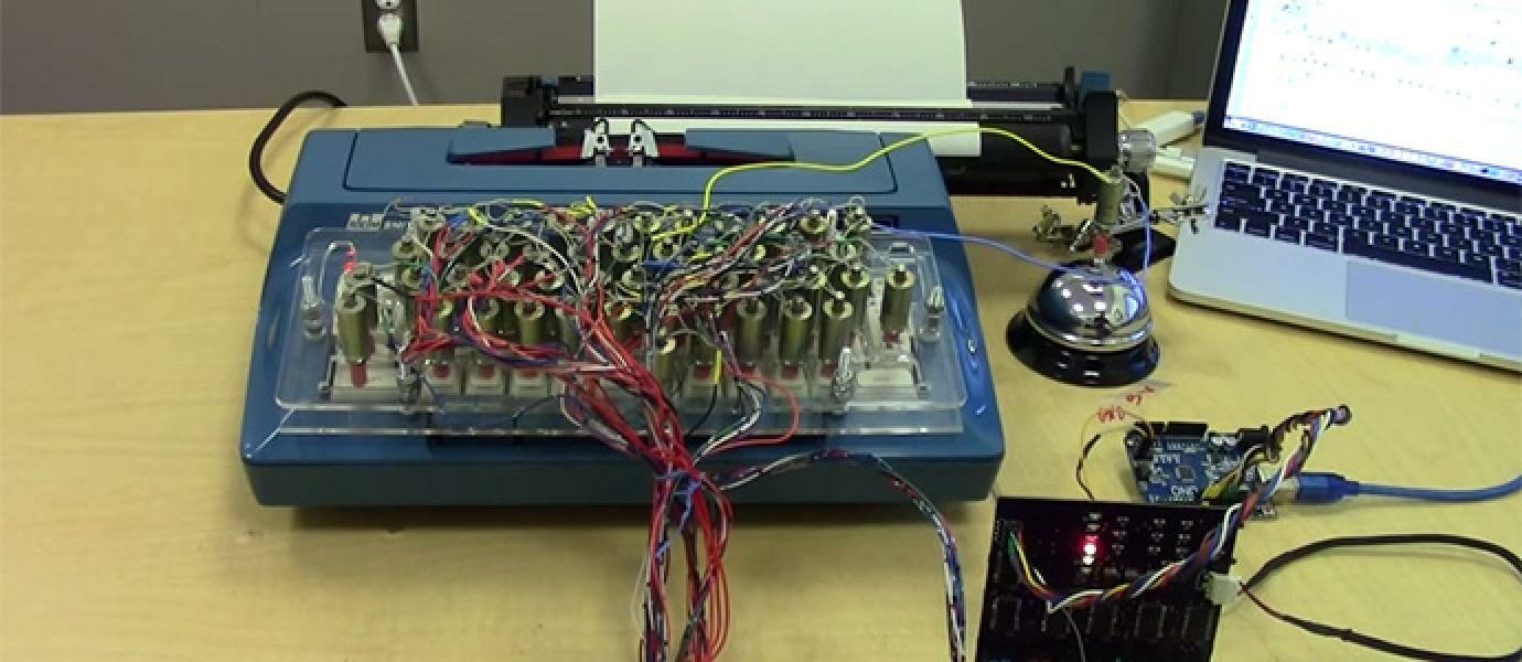 Ilmuwan Ini Menyulap Mesin Ketik Menjadi Printer yang Mengagumkan