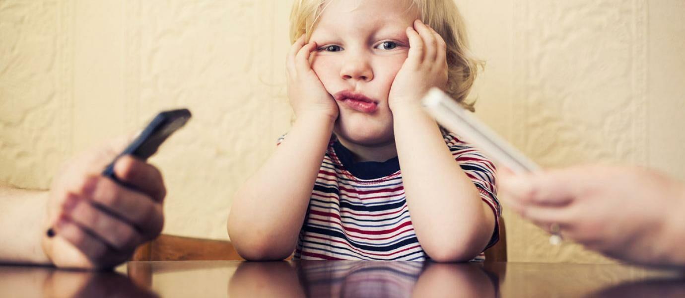 Dilarang Main Smartphone Anak Ini Tendang Ibunya 5 Kali