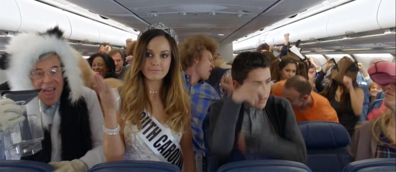 Ini Dia Video Keselamatan Penerbangan Paling Absurd yang Pernah Ada!