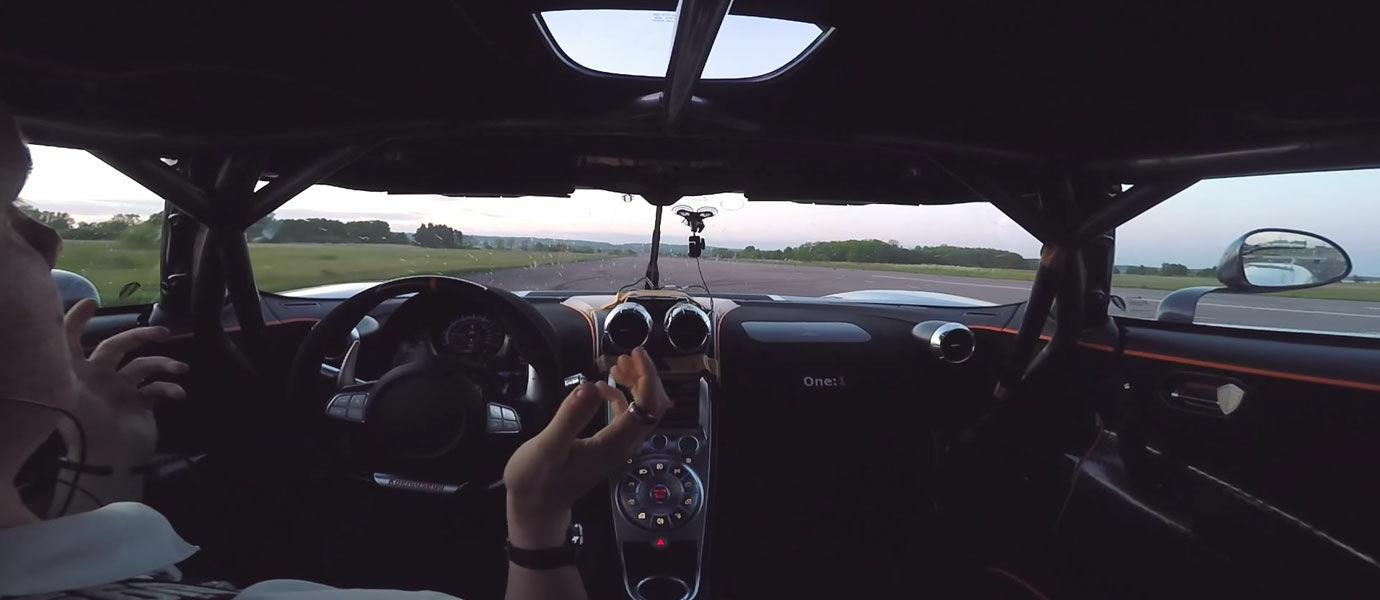 Orang Ini Pecahkan Rekor Dunia Kendarai Mobil Balap Tanpa Tangan