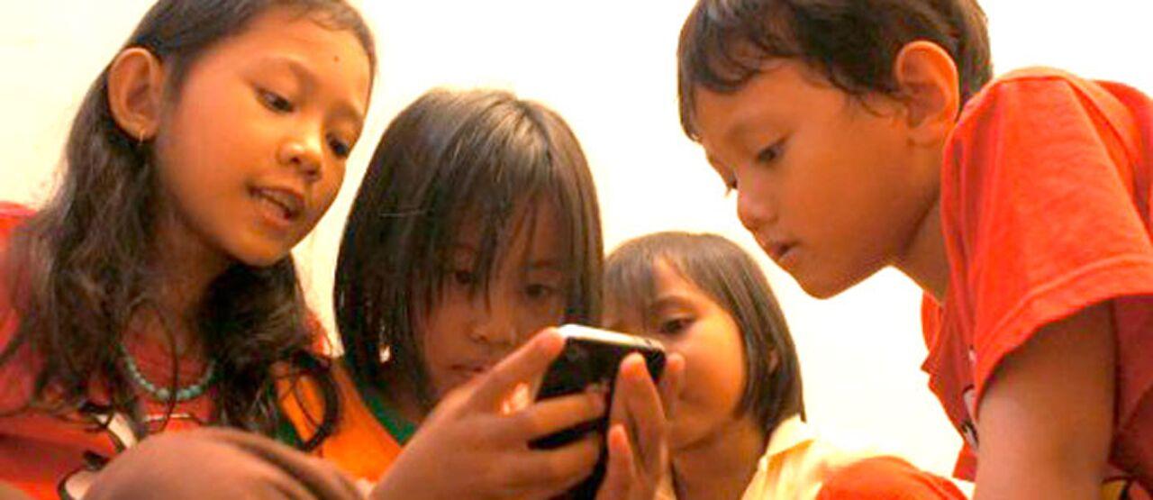 Anak Anak Dan Ponsel Atau HP 447d0